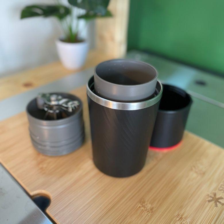 【2021年】ガジェットブロガーが揃えるアウトドアなカバンの中身「コーヒーメーカー カフラーノ」