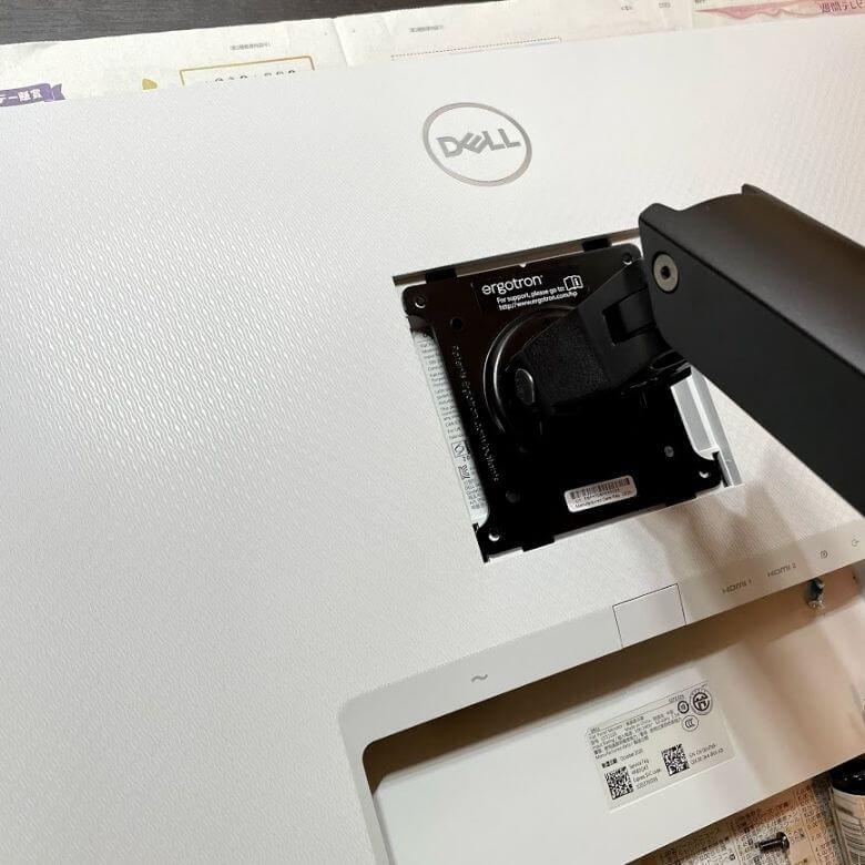 Dell 27インチWQHDモニター S2721DSはVESAマウント対応