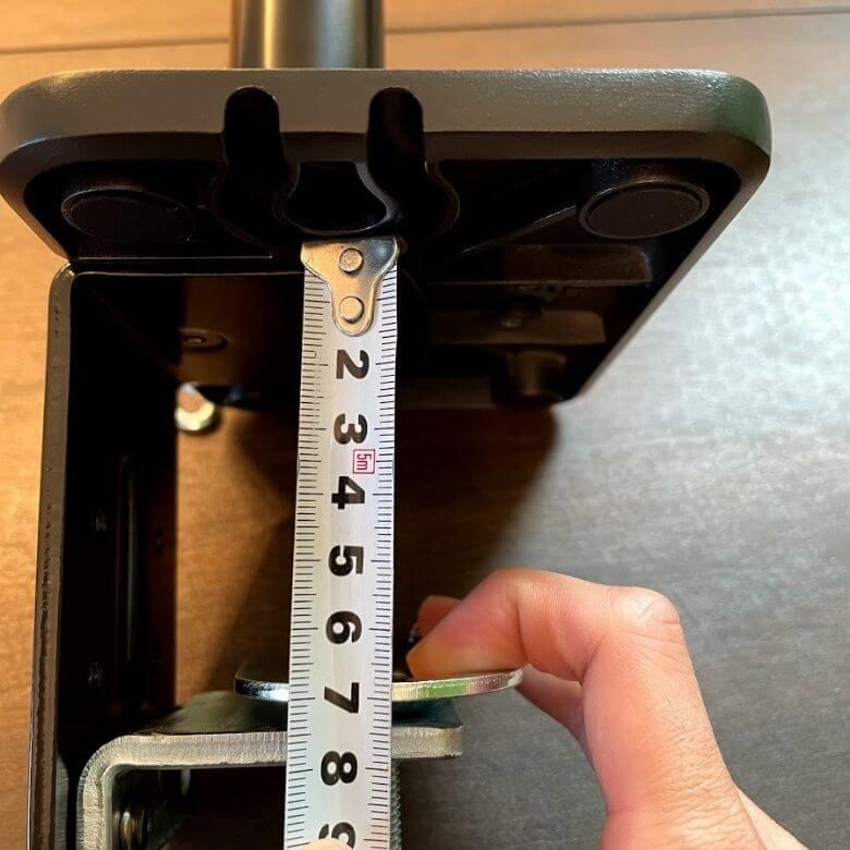 エルゴトロンOEM。HPモニターアームの取付けできる最大厚みは6.5cmぐらい