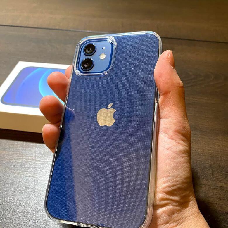 iPhone12とSpigenのケース