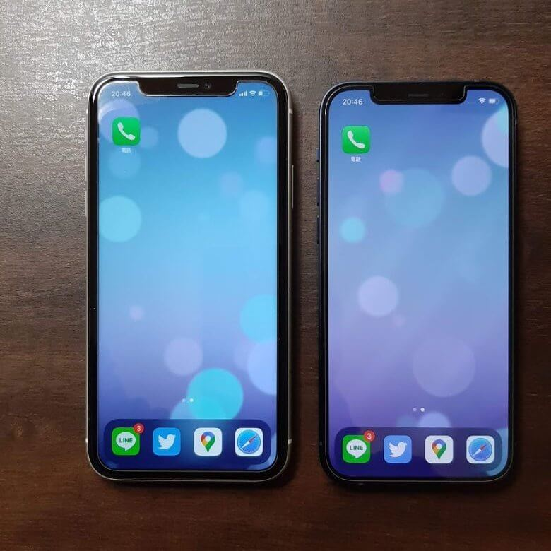 iPhone12とiPhone11の前面比較
