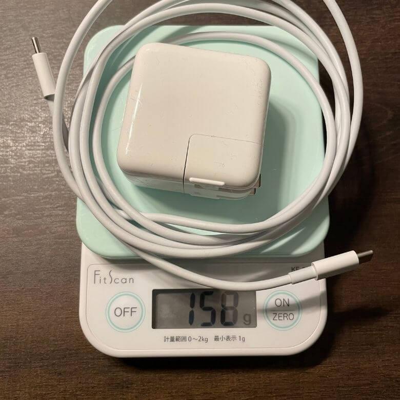 M1チップ搭載MacBook Airバッテリーの重さ