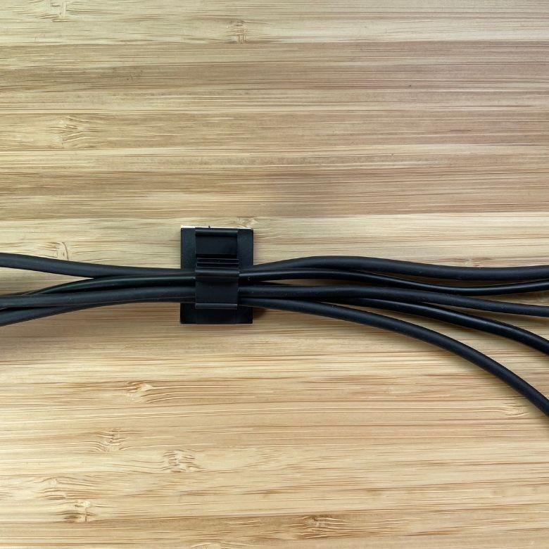 PCデスク周りをすっきりさせるために購入したおすすめの配線整理グッズ