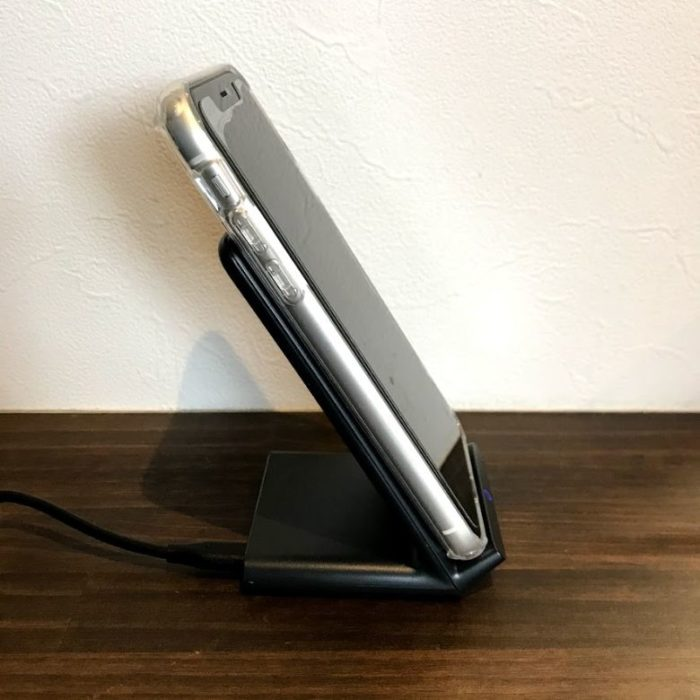 Anker PowerWave 10 Standはスマホケースをつけたままの充電が可能