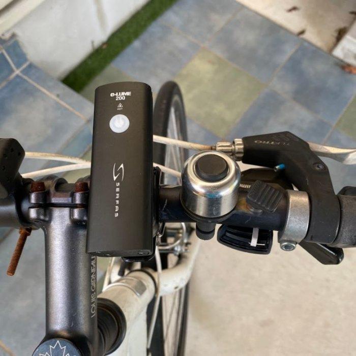 クロスバイクにちょうどいいSERFAS(サーファス)ライト USL-200 自転車に取り付け